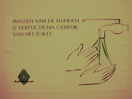 Na het gebruik van het twalet, handen wassen tot en met!